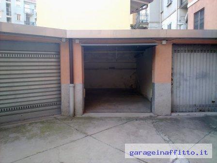 Garage in affitto garage box e posti auto in affitto for 3 metri quadrati di garage per auto